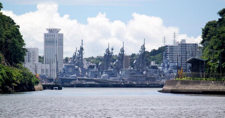 日本網友瘋傳【真。艦隊 Collection】,橫須賀港全日本重要軍艦幾乎一次集結