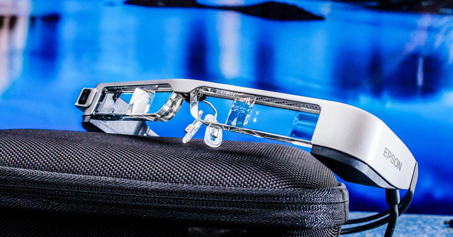 Epson 全新智慧眼鏡 BT-300 動手玩:搭載 HD 高解析度 OLED 半透明屏幕設計、AR 擴增實境應用
