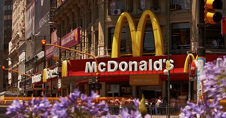 中國麥當勞公司改名「金拱門」,網友:這名字是Seafood算出來的嗎?