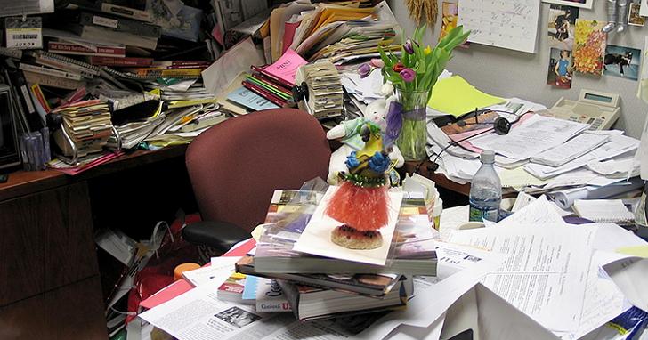並不是為懶找藉口:用演算法來看,凌亂的辦公桌是最有效率的!