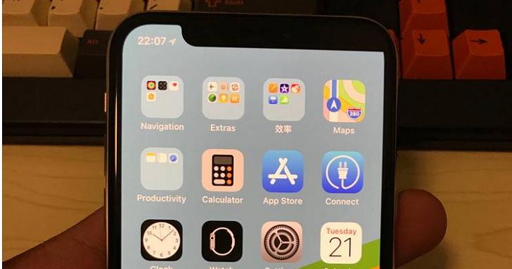 他的 iPhone X 買來用不到一天,從瀏海變成三七分?就連蘋果店員都驚呼沒見過這狀況