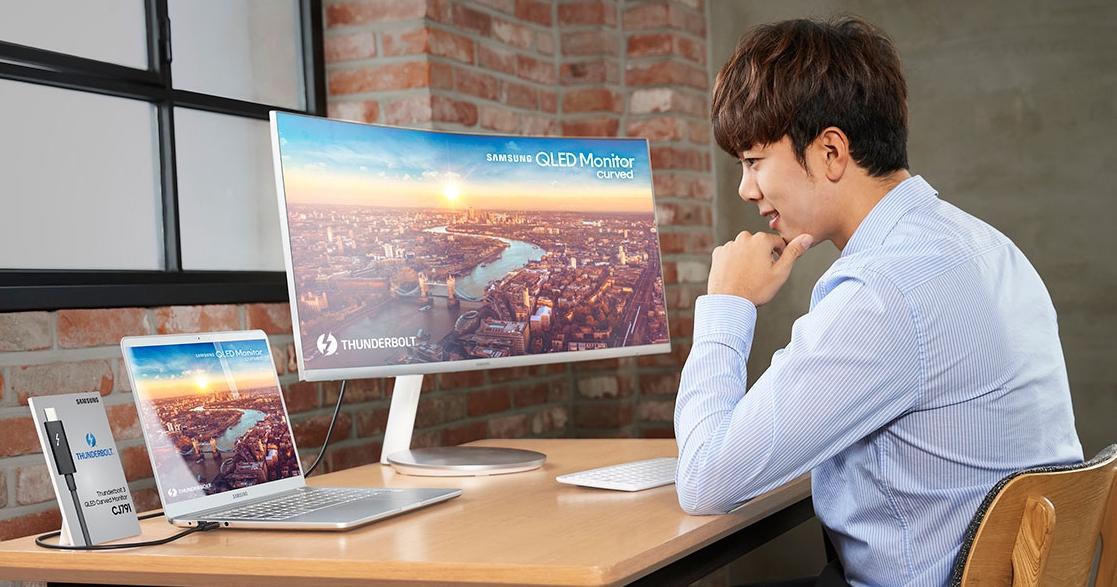 整合 85W 電源、40Gbps 傳輸!三星發表首款支援 Thunderbolt 3 的 QLED 曲面顯示器