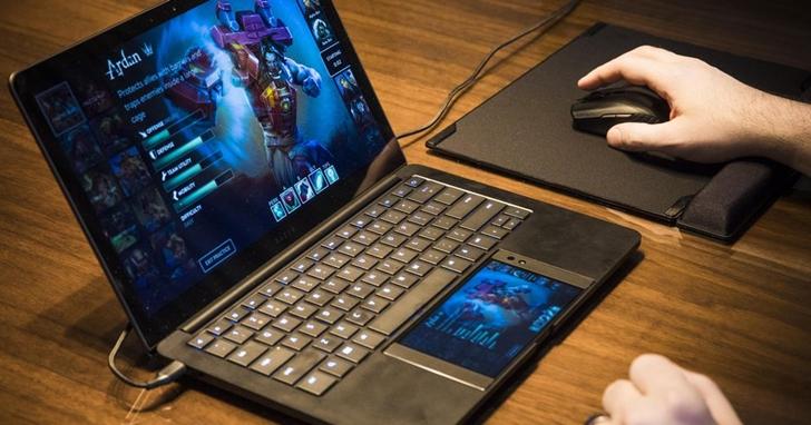 Razer 在 CES 上展示「Project Linda」,Razer 手機一秒變筆電