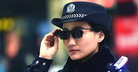 中國鐵路警察啟用智慧型眼鏡即時辨識人臉,今年已當場抓到30多名嫌犯