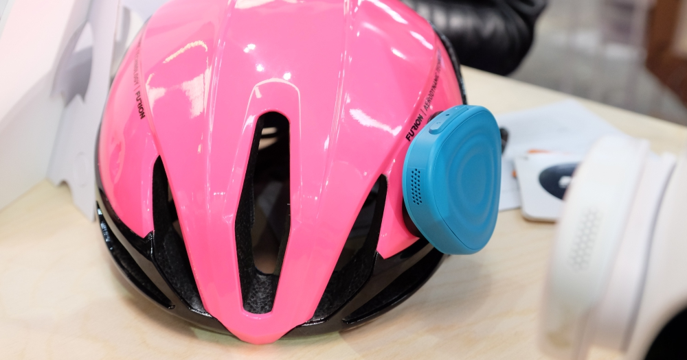 安全帽一秒變智慧,三星 C-Lab 配件裝上去就能讓安全帽可接聽電話、播音樂