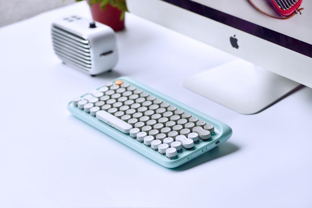 機械鍵盤也可以「美到不像實力派」 海外近萬人集資的 Lofree 打字機鍵盤 正式在台預售