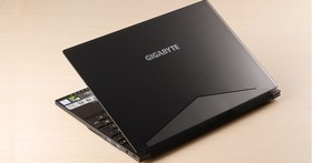 GIGABYTE AERO 15X 評測:Intel 六核心效能筆電,具備 4K 解析度、5mm 極窄邊框、18mm 輕薄機身