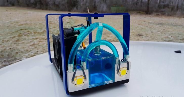 水冷電腦不稀奇,水冷 50W 超高亮度手電筒沒看過吧
