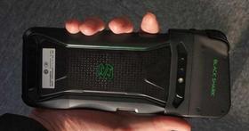 小米投資的電競手機「黑鯊手機」外觀曝光,造型與一般手機很不一樣