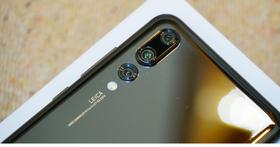 iFixit 拆解了華為P20 Pro之後,發現後置徠卡三鏡頭實際上每個鏡頭均搭配光學防手震機制
