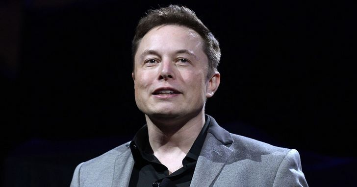 別再讓鋼鐵人睡地板!網友集資幫Elon Musk買沙發
