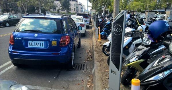 台南市攜手宏碁智通打造智慧停車格,自動辨識車牌、記錄停車時間、透過電子票證繳停車費