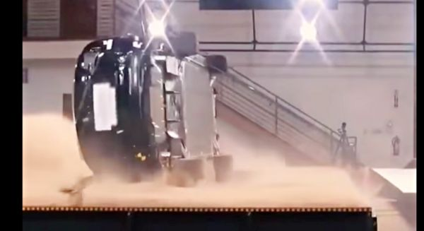 咦!怎麼翻不過去?Tesla Model X NHTSA 安全評鑑大展身手,翻覆測試獲五星評鑑! | T客邦