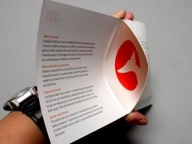 Ubuntu 11.04 官方光碟開箱,鯨魚尾巴圖案露出