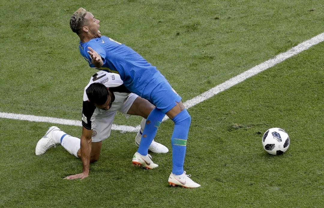 從本屆世足賽的新名詞「內馬爾滾」 看VAR 對運動賽事的影響