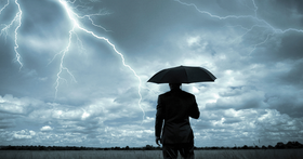 勞動部:颱風假不宜扣薪或要求員工請自己的假
