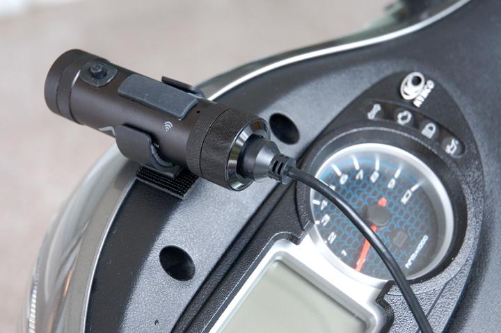 [分享] 【開箱】雨天/日夜間畫質清晰的行車紀錄器《Mio M733 勁系列WIFI機車行車記錄器》