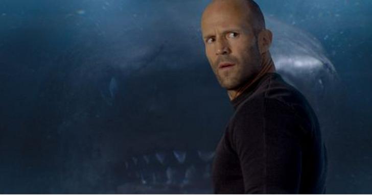 《巨齒鯊》傑森史塔森突然被教練拔去潛水面罩,苦嗆海水培養自信