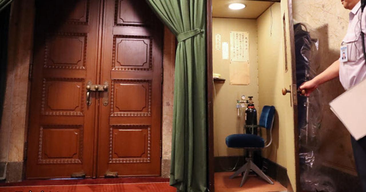 為了讓議員更順利問政,日本國會準備了一間「吸氧室」