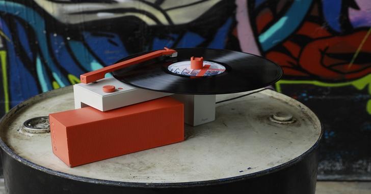 一台專為年輕人而生的 DUO 分體式黑膠唱機,藍牙喇叭與黑膠音樂合體炫復古!