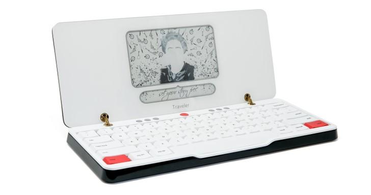 Traveler採用電子紙的文書處理機,讓苦命小編走到哪裡都可以寫稿