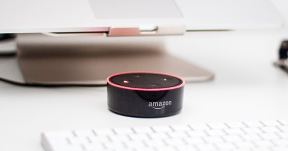 不用每次都放開嗓門跟語音助手聊天,亞馬遜Alexa的「耳語模式」正式上線