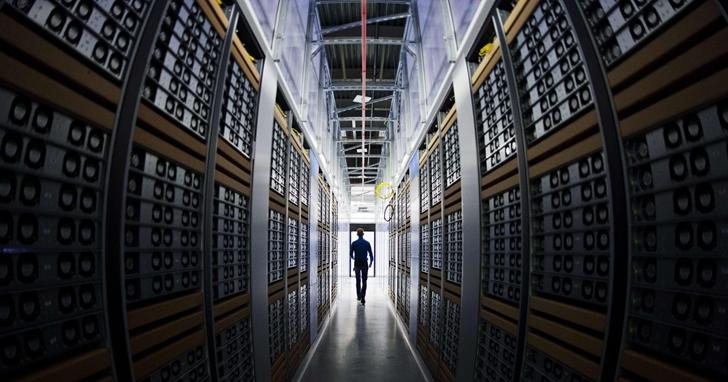 為了讓你 Google、FB用的開心,科技巨頭的資料中心越蓋越大:你該擔心它們對碳排放的影響嗎?