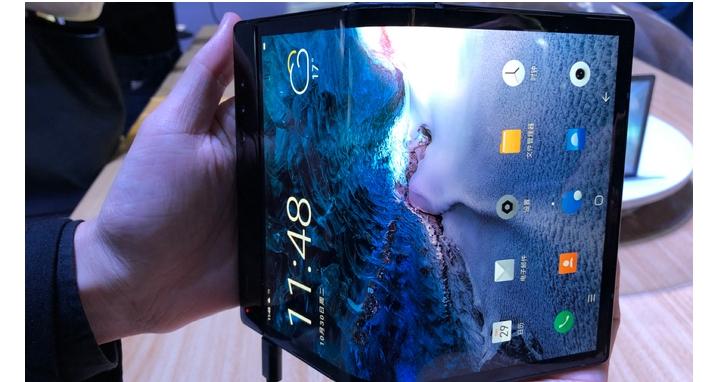 全球首款可折疊手機真的來了,但推出的廠商竟不是三星!7.8吋螢幕可摺成4吋、價格直逼 iPhone XS MAX
