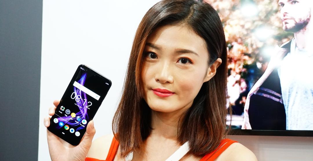 世界最輕 Sharp Aquos Zero 手機登台,12 月底預購 1 月開賣