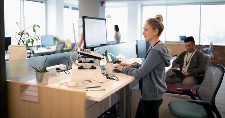 坐得太久危害大,「站立式辦公」就能解決一切困擾?