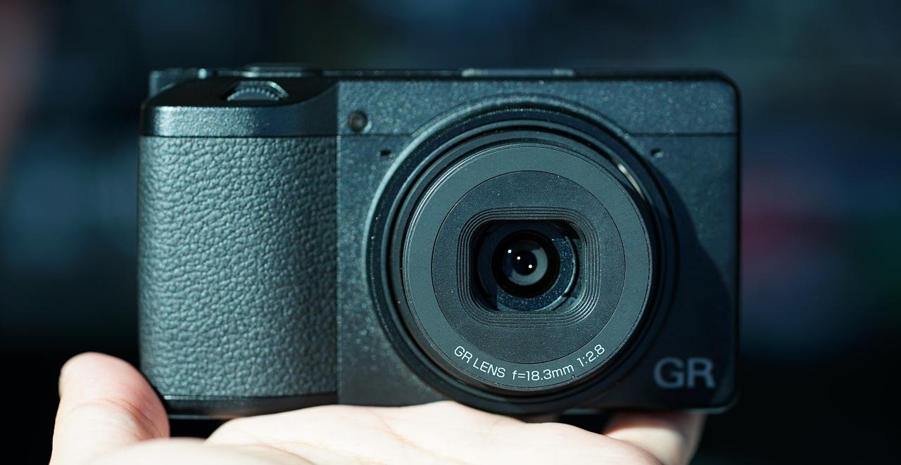 文青隨身機 Ricoh GRIII 在台亮相,升級觸控對焦、2400萬畫素,招牌的近拍功能也回來了