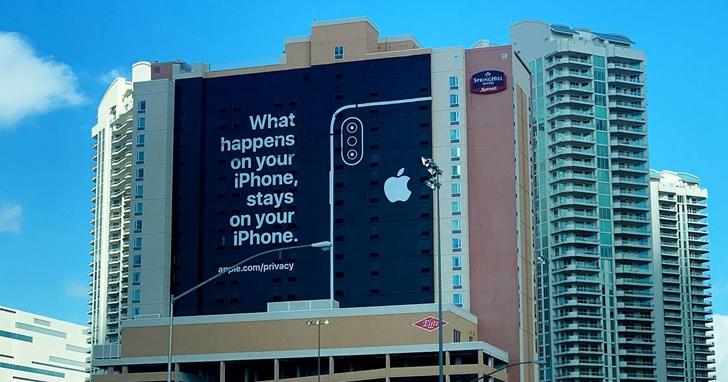 蘋果沒有參加CES,但在會場門口用一個看板嘲諷了許多前來參展的廠商