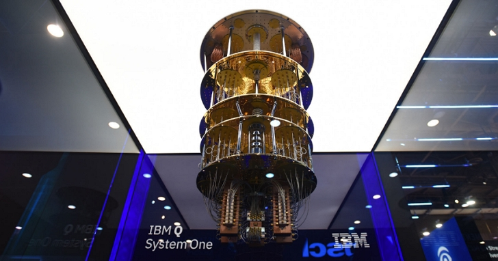 這是 IBM 的量子電腦原型,你完全找不到主機板跟記憶體放在哪裡