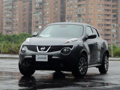 2013 Nissan Juke 1.6 NA試駕!誇耀的跑旅[影片]