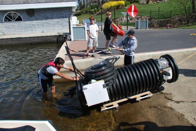 燈泡之父-愛迪生轉世,18歲天才高中生 DIY小型潛水艇