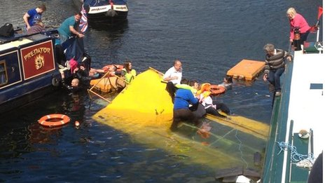 黃鴨水路兩棲車溺水了!小嬰兒險滅頂【影片】