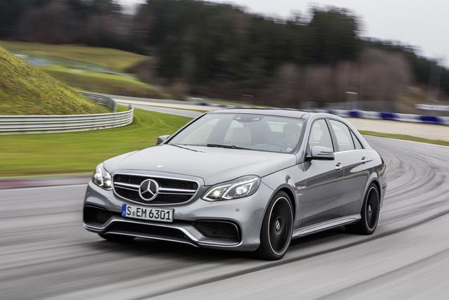 Mercedes-Benz七月購車超值優惠 入主三芒星 成功的面貌由你決定