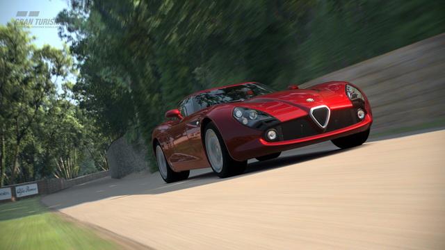 PlayStation3專用軟件『Gran Turismo 6(跑車浪漫旅 6)』眾所嚮往的「Goodwood」賽道登場!畫面超擬真的啊!