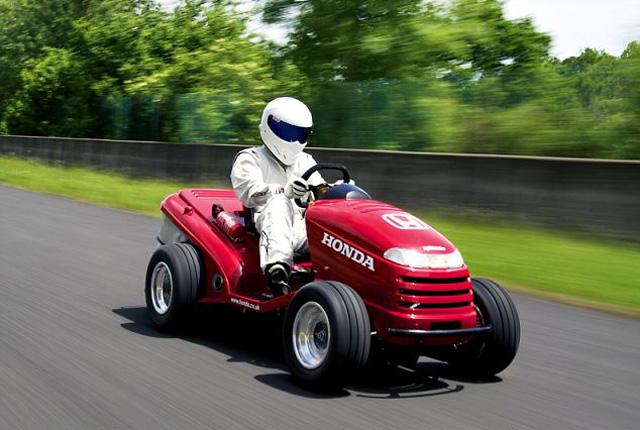超級除草車直線加速比保時捷911跑車還快! 快來看看 Stig試駕它的英姿