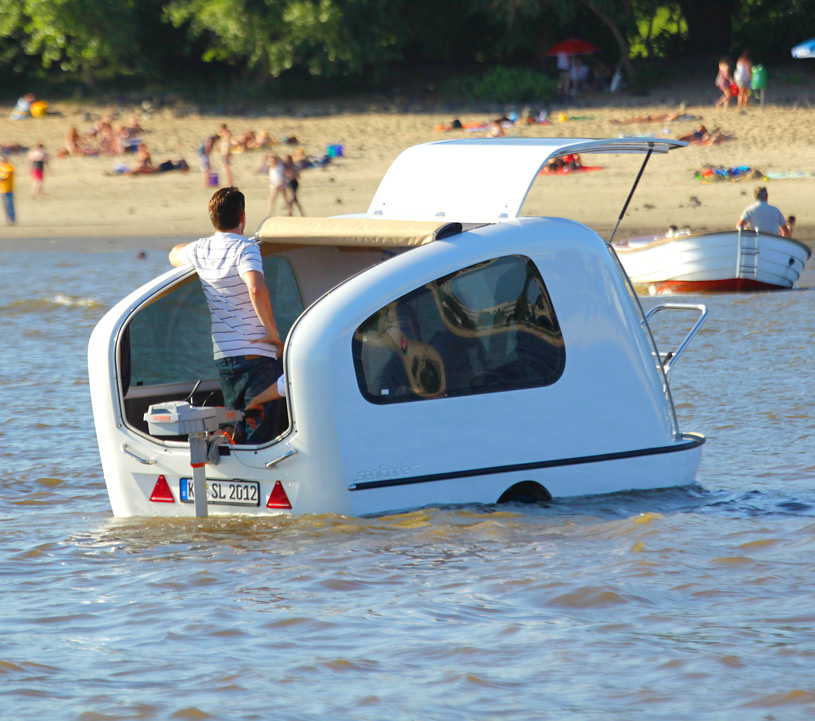 會游泳的 Sealander水陸兩用露營拖車,彷彿擁有一艘迷你遊艇!
