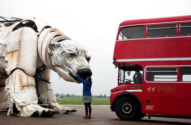 比英國雙層巴士還巨大的北極熊將與綠色和平組織一同走上街頭!