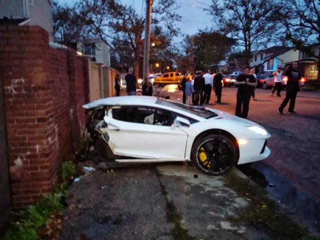 千萬超跑藍寶堅尼撞上 Mazda現場影片,大牛 Aventador斷成兩截!