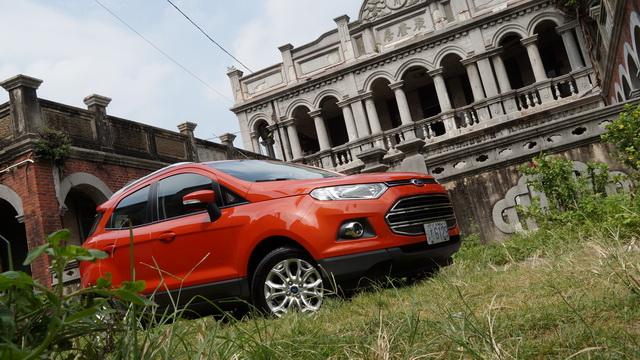 2013 Ford EcoSport 1.5 NA試駕:全車系都標配 6氣囊及 ESP,然後才賣你 70來萬而已!