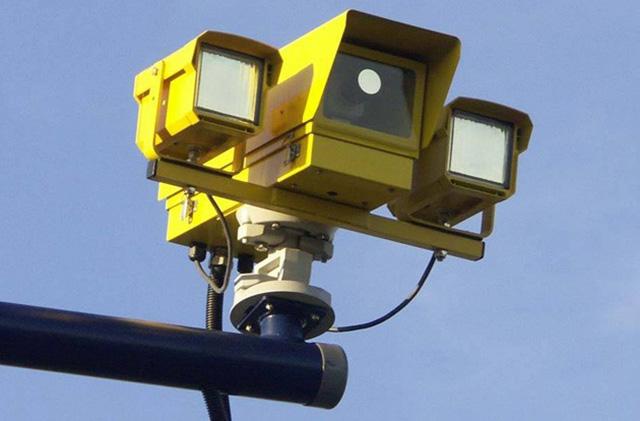 固定式闖紅燈相機真的能救人命嗎?你相信它是政府的斂財工具嗎?