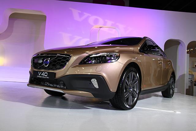 【2014台北車展】Volvo V40 Cross Country 預接單 142 萬元起