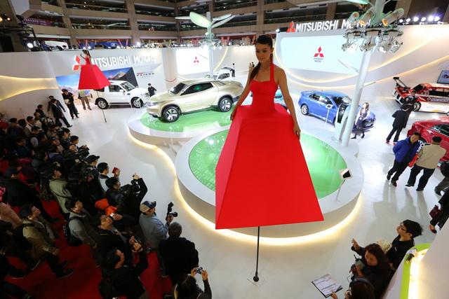 【2014台北車展】天氣女孩化身一日店長 為MITSUBISHI引爆熱潮