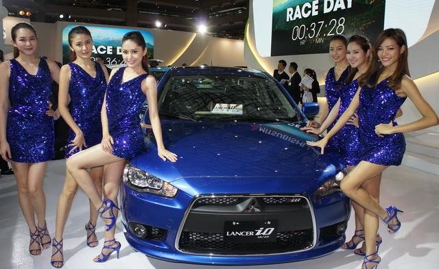【2014台北車展】MITSUBISHI LANCER iO閃光會:廣告美女現身與車迷同歡