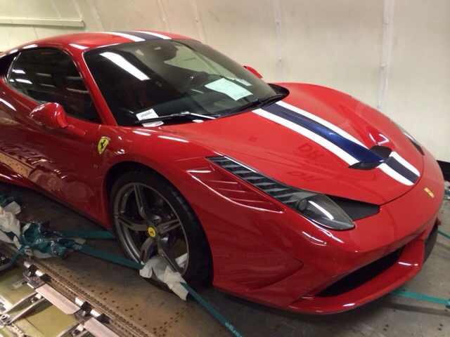 【熱門話題】AutoZone狗仔攝影直擊法拉利 Ferrari 458 Speciale超跑上貨機畫面!