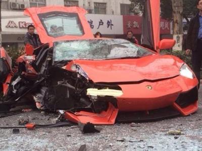【熱門話題】開春第一撞:又一輛藍寶堅尼大牛 Lamborghini Aventador超跑撞爛了!