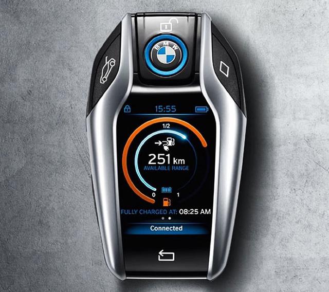 BMW i8如同迷你智慧手機般的酷炫車鑰匙
